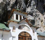 монастырь в пещере Яломичиоара